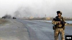 نیروهای آمریکایی در عراق روز سی ام آذر ماه گذشته درجریان حمله به یک پایگاه هواداران عبدالعزیز حکیم و در پی کشف به گفته آنها اسنادی، ده نفر از جمله دو ایرانی را بازداشت کردند.