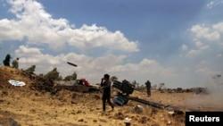 Башар Асаддын аскерлери менен согушуп жаткан Эркин Сирия армиясынын жоокерлери, 17-июль, 2015-жыл