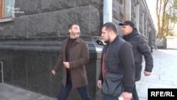 Фаталов спершу віджартувався у відповідь на запитання журналістів, а потім пояснив, що йде домовлятись про футбол