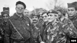 Vojisllav Sheshel (i dyti në të majtë) - Benkovac, Kroaci, 1991.
