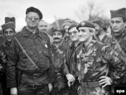 Vojislav Seselj (second from left) with Yugoslav People's Army troops in the city of Benkovac, in 1991, near the start of Croatia's war of independence.