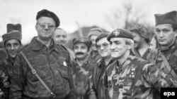 Dragan Vasiljković u društvu Vojislava Šešelja u Benkovcu 1991.