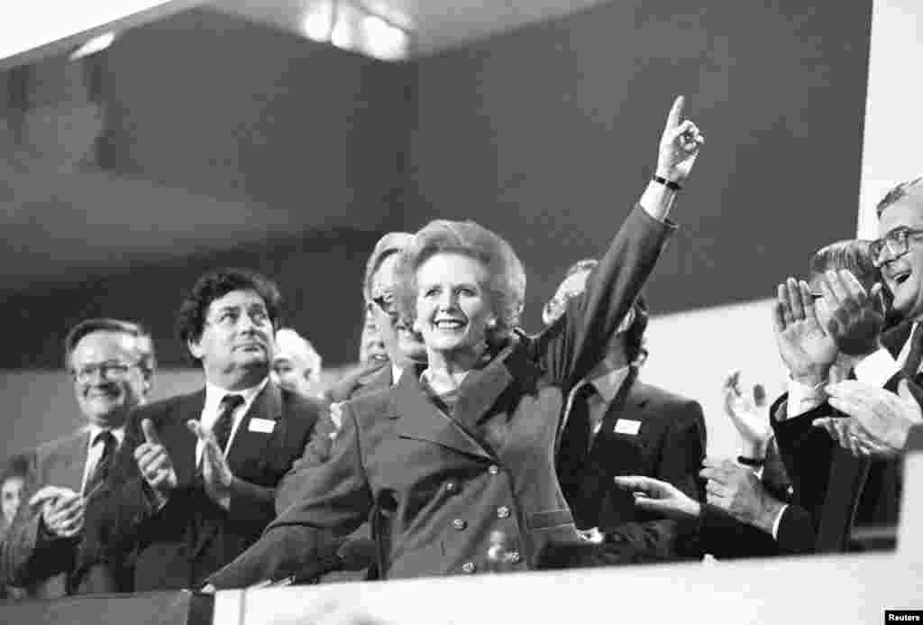 Тэтчер со своими сторонниками, 1989