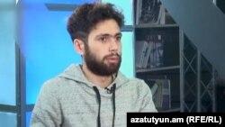 Վահան Կոստանյանը հարցազրույց է տալիս «Ազատությանը», արխիվ
