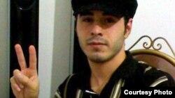 حسین رونقی ملکی در چهار سال گذشته که در زندان بوده، ۷ بار مورد عمل جراحی کلیه و میزنای قرار گرفته است