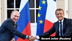 French President Emmanuel Macron and Russian President Vladimir Putin met in southern France on August 20. (
