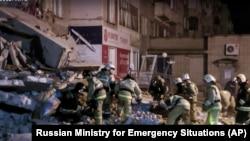 Спасательные работы на месте обрушения части многоэтажного жилого дома в Ижевске. 9 ноября 2017 года.