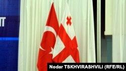 Флаги Турции и Грузии