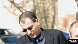 Теперь Василий Алексанян выглядит совсем не так: за два года в российской тюрьме он потерял зрение, заразился туберкулезом и умирает от ВИЧ-инфекции