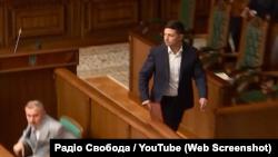 Президент України Володимир Зеленський покидає засідання Конституційного суду України, 11 червня 2019 року