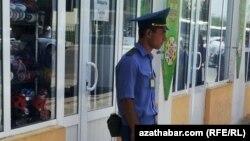 Aşgabatda polisiýanyň gözegçiligi güýçlenýär