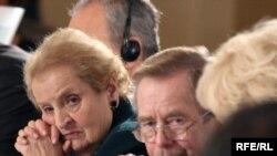 Madeleine Albright și Vaclav Havel la Praga