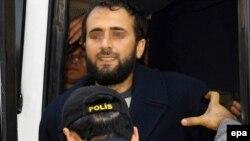 Полицијата приведува членови на Ал Каеда