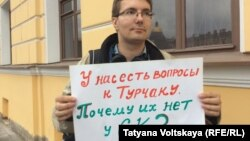 S.Petersburg: pickets in support of Oleg Kashin