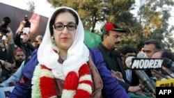 Pakistani former Prime Minister Benazir Bhutto in Rawalpindi on December 27, 2007.