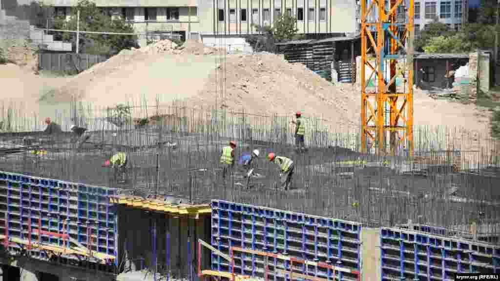 Строители многоэтажки