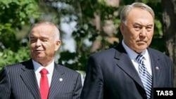 Президент Казахстана Нурсултан Назарбаев (справа налево) и президент Узбекистана Ислам Каримов.