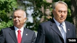 Özbegistanyň prezidenti Yslam Karimow (çepde) we Gazagystanyň prezidenti Nursoltan Nazarbaýew.