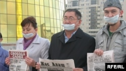 Kazakhstan - Independent journalists hold a protest action in Astana. 16Oct2009