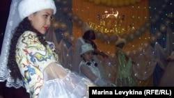 """Участницы конкурса """"Мисс Шульбинск - 2012"""". Посёлок Шульбинск, Восточно-Казахстанская область, 15 мая 2012 года."""