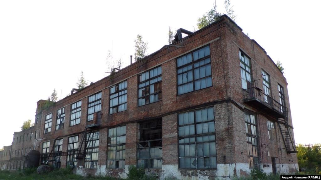 Развалины бывшей промзоны, где произошла авария