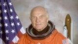 Астронавт и американский сенатор Джон Гленн. 14 апреля 1998. Фото: НАСА