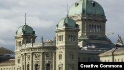 Федеральный дворец в Берне - здание федерального парламента и правительства Швейцарии. Иллюстративное фото.