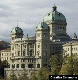 Федеральный дворец в Берне - резиденция парламента и федерального правительства Швейцарии
