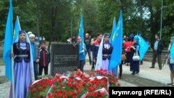 Траурное собрание крымских татар 18 мая в привокзалном сквере