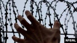 Бывшие заключенные цхинвальской тюрьмы считают побег заключенных предприятием бесперспективным (в маленькой республике просто негде укрыться), но им понятно отчаяние людей, решившихся на побег