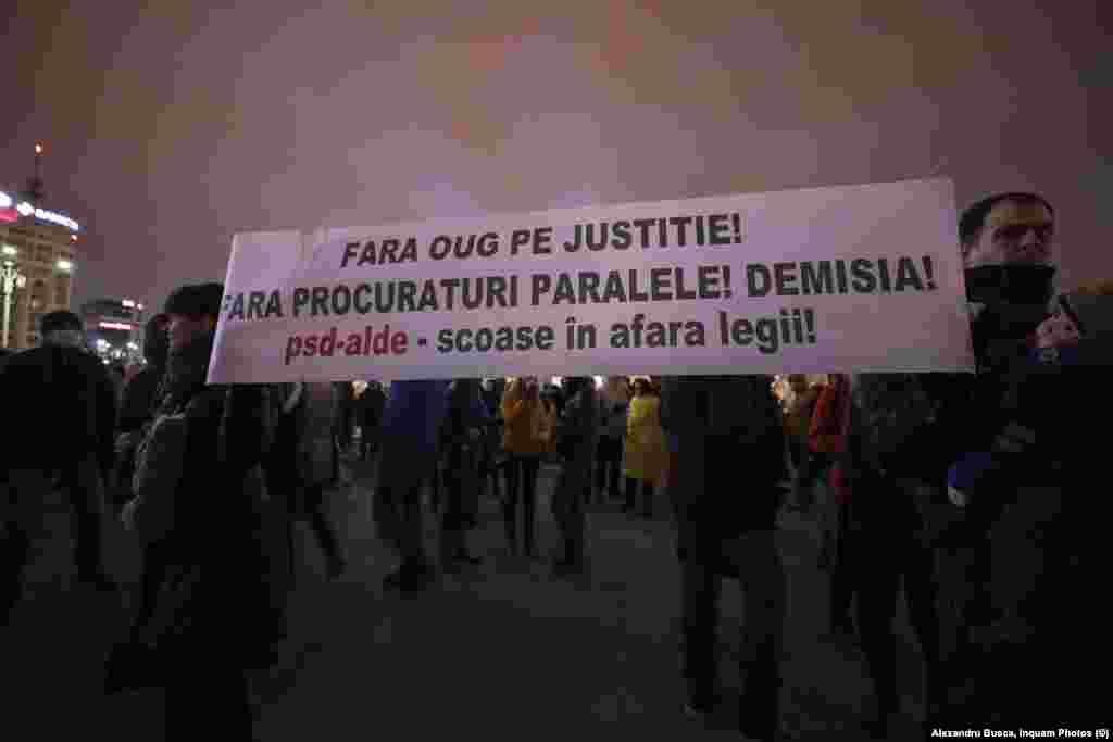 Cele mai mari proteste, din august anul trecut, au adunat mii de oameni în stradă, cerând demisia Guvernului și abrogarea ordonanței prin care statutul procurorilor a fost din nou știrbit, iar o Secție specială de investigare a magistraților capătă puteri mai mari decât ale DNA