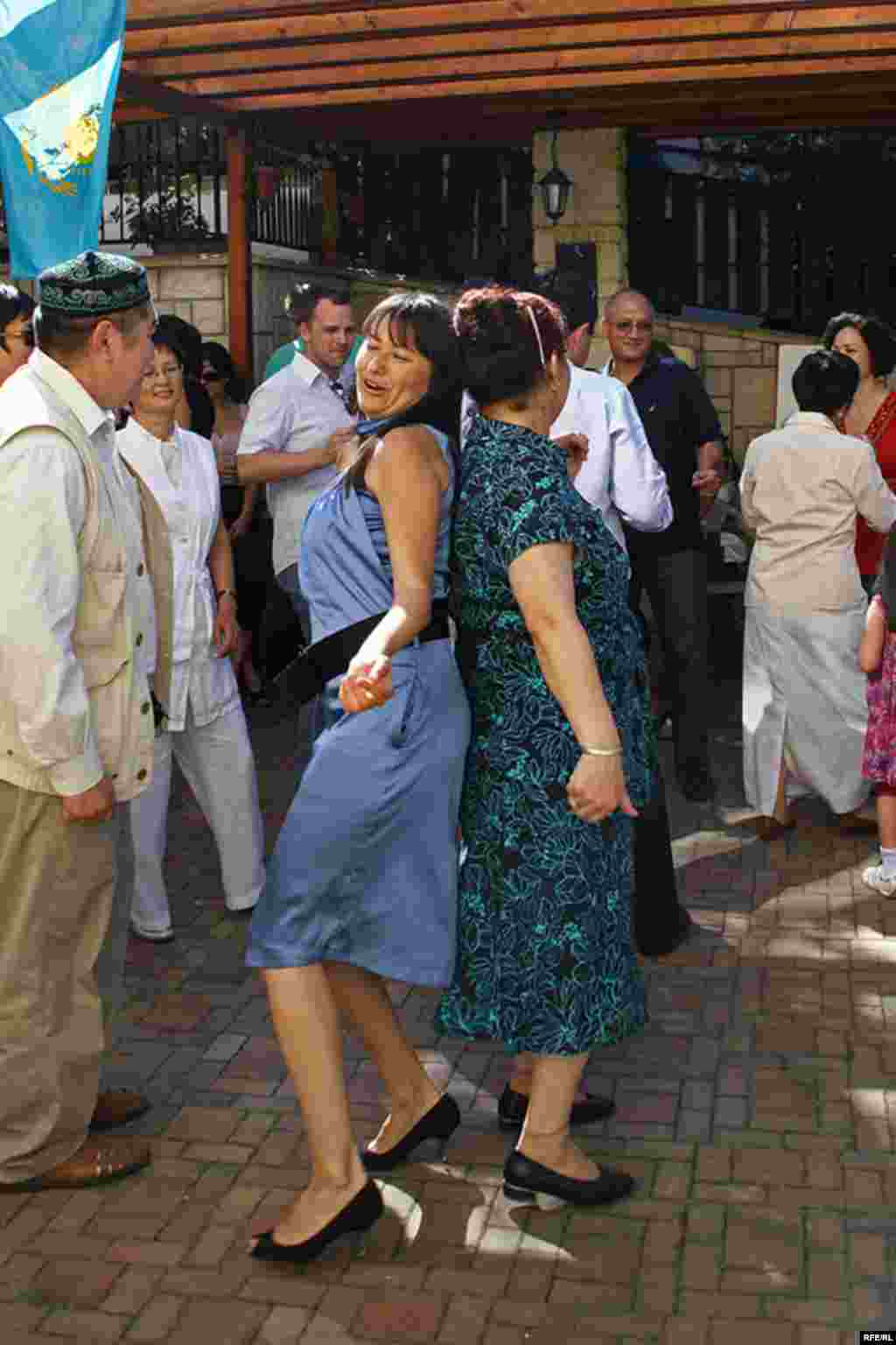 Бәйге: Кім жеңеді екен? - Kazakhstan-Kazakh Service Web Party, Arabic Dance