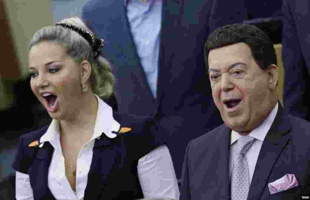 State Duma deputy and opera singer Maria Maksakova-Igenbergs and the first deputy chairman of the State Duma Committee on Culture, Joseph Kobzon, sing the Russian national anthem at the opening session of the State Duma in Moscow. (ITAR-TASS/Stanislav Krasilnikov)