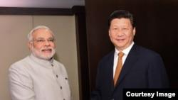 Кытай президенти Си Цзинпин менен Индия премьер-министри Нарендра Моди