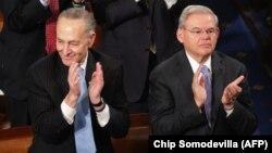 باب منندز (راست) و چاک شومر (چپ) دو سناتور دموکرات که تاکنون با توافق هستهای مخالفت کردهاند.