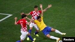 Pamje nga takimi Brazili - Kroacia 3:1 në hapje të kampionatit
