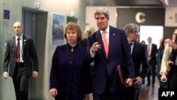 Foto arkivi, Sekretari amerikan i Shtetit, John Kerry (djathtas) dhe Shefja për Politikë të Jashtme e BE-së, Catherine Ashton (majtas)