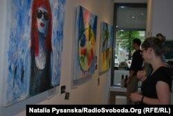 Виставка-продаж дитячих творів з регіону Донбасу