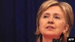 هیلاری کلينتون گفت: نتيجه مذاکرات ايران و گروه ۱+۵ در ماه آينده قابل پيش بينی نيست.
