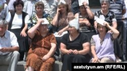 Armenia -- Street traders hold a sit-in in Charentsavan, 20Jul2012.