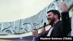 Leonid Volkov (right) with Aleksi Navalny in April