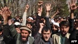 Qobuk universiteti talabalari Qur'onni yoqqan amerikalik pastorni sud qilishni talab etishmoqda.