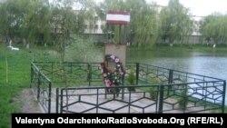 Меморіальна дошка пам'яті розстріляних дубенських в'язнів