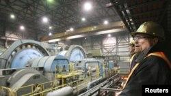 """Внутри золотоперерабатывающего завода на прииске """"Кумтор"""". Иллюстративное фото."""
