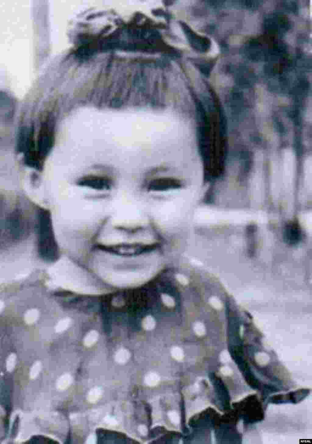 Вице-спикер Жогорку Кенеша Асия Сасыкбаева в детстве.