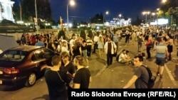 Демонстранти розміщують намети біля будівля уряду, Скоп'є, 17 травня 2015 року
