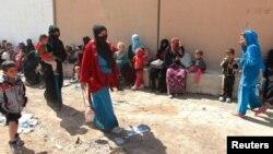 شماری از شهروندان سنی عرب عراق که در پی حملات داعش به کرکوک گریختهاند