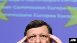 European Commission President Jose Manuel Barroso placed urgent telephone calls to Prime Ministers Vladimir Putin of Russia and Yulia Tymoshenko of Ukraine.