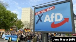 Një pano e partisë Alternativa për Gjermaninë - foto nga arkivi