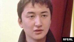 Редактор омской газеты «Атамекен» Дастан Бейсебаев. Алматы, 28 октября 2009 года.